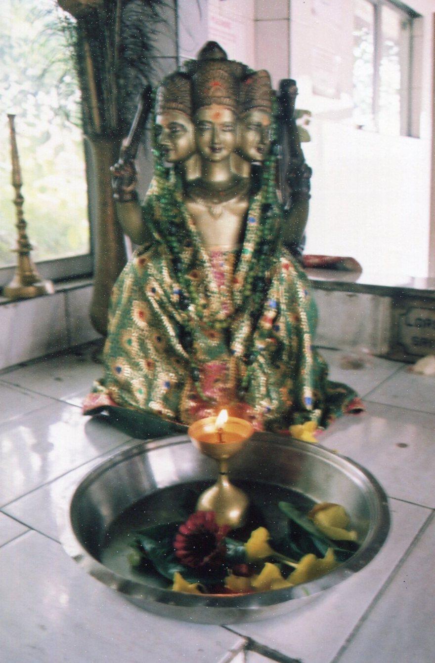 10 Statuts dans temple 02
